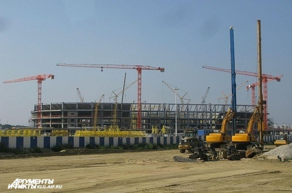 На стадионе завершены основные работы в части несущего конструктива, собран каркас.