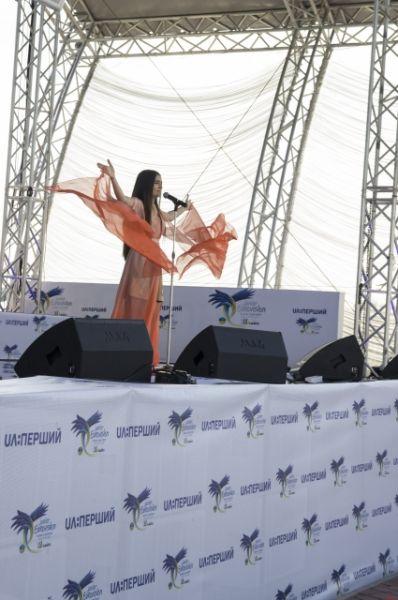 После всех выступлений участников на сцену вышла участница детского Евровидения-2015