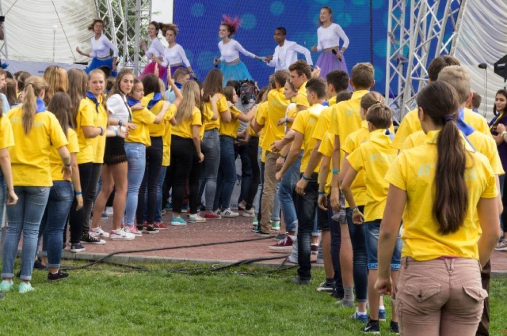 Открывала финальный отборочный этап группа VoiceLand