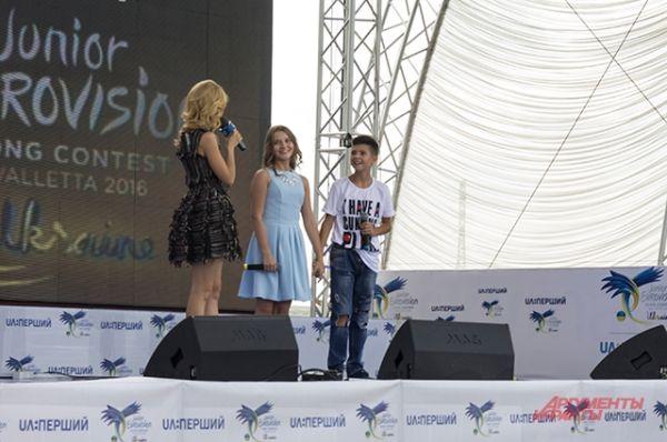 После Юлии выступили дуэтом Денис Довирак и Наталия Садовая