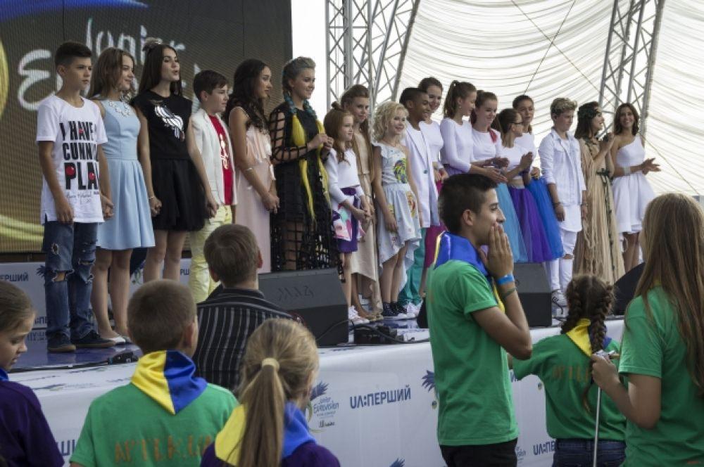 Тот момент, когда все на сцене для одной цели - услышать имя представителя Украины на детском Евровидении-2016 в Мальте