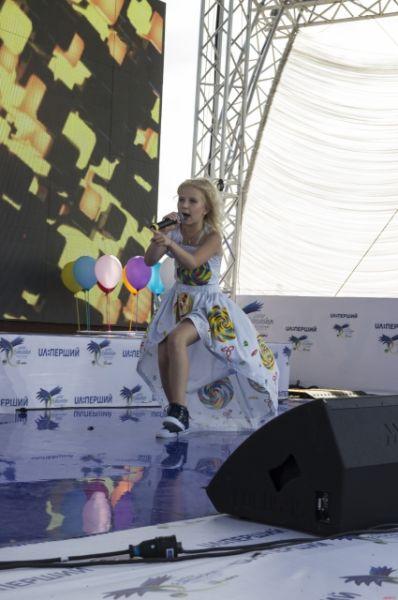 Очень артистичная София Шкидченко закрывала отборочные выступления