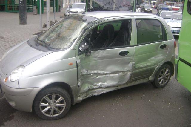 ВТамбове шофёр «Дэу Матиз» врезался впассажирский автобус: есть пострадавшие