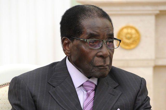 Супермен либо Меркьюри: вЗимбабве президент открыл 4-метровый монумент сам себе