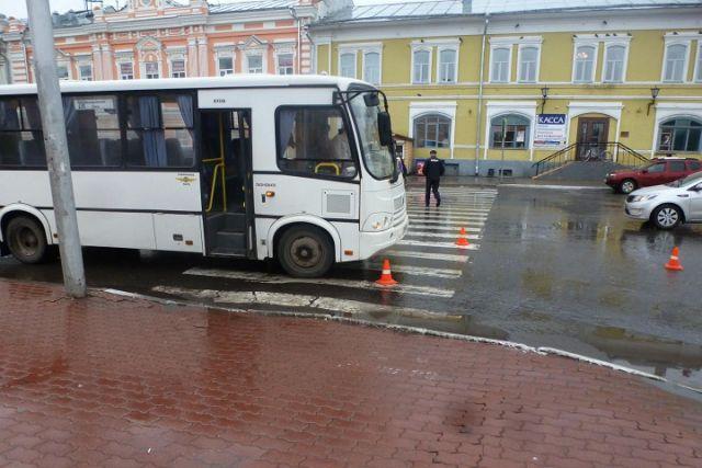 ВВологде пассажирский ПАЗ сбил на«зебре» пожилого пешехода