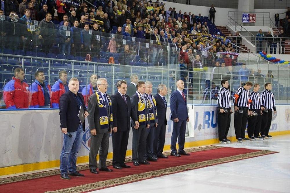 Первые лица города и области приняли участие в церемонии открытия хоккейного сезона в Пензе.
