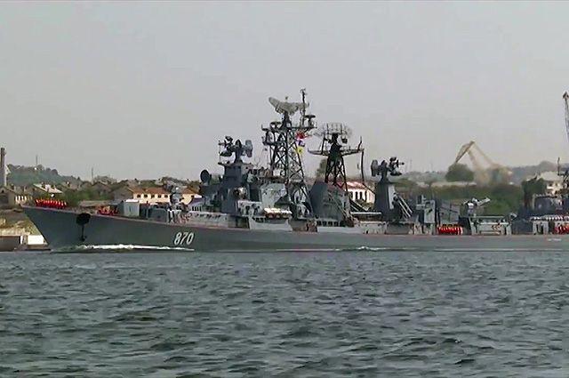 Сторожевой корабль модернизированного проекта 01090 «Сметливый» во время выхода в море кораблей Черноморского флота. Август 2016 г.