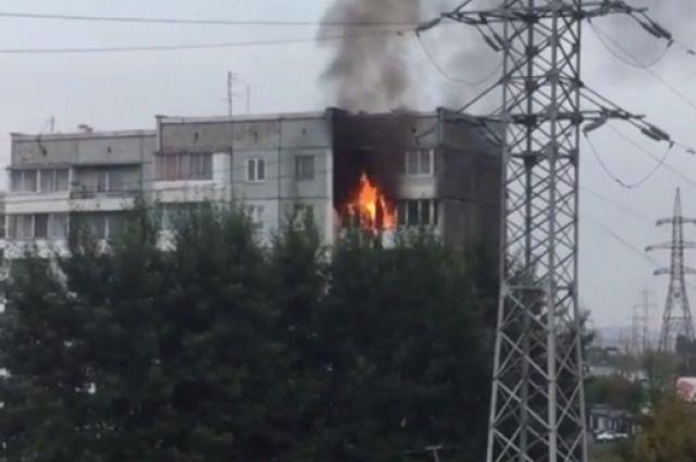 НаГусарова вспыхнула квартира в9-этажке: красноярцы жалеют соседей