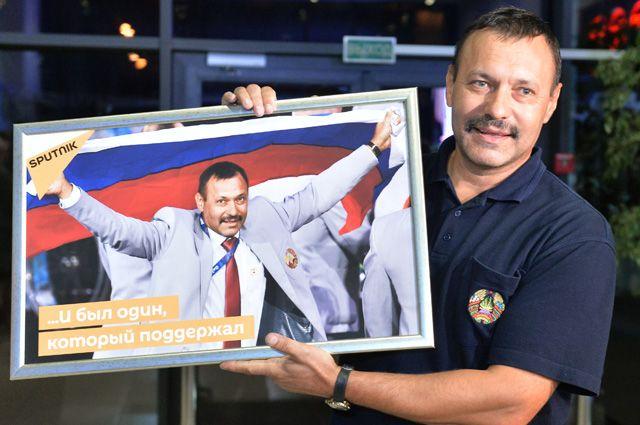 Член белорусской паралимпийской сборной Андрей Фомочкин, вынесший на открытии Паралимпиады в Рио-де-Жанейро флаг России.