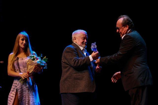 Первым обладателем приза 2016 года стал режиссёр Сергей Соловьёв.