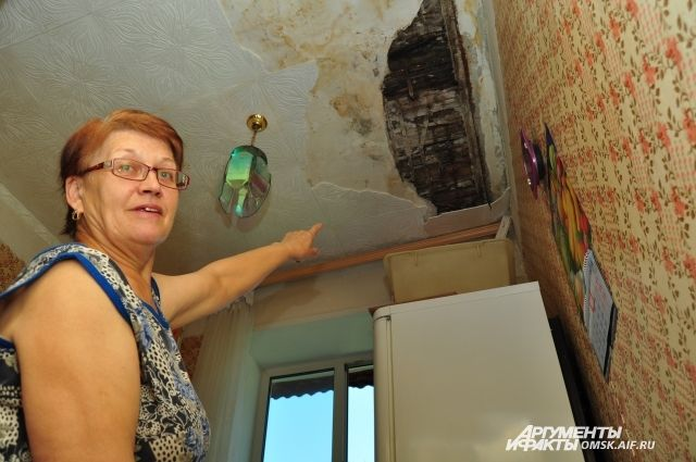 Дырявые потолки в этом доме не редкость.