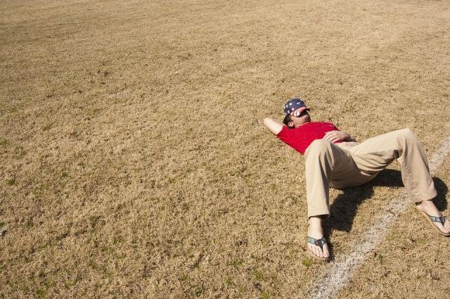Мужчинам свойственно лениться - они экономят силы.
