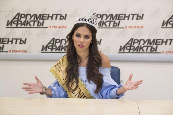 Ольга ответила достаточно легко, сказав, что ее семья - это и есть ее работа и с этим проблем не бывает