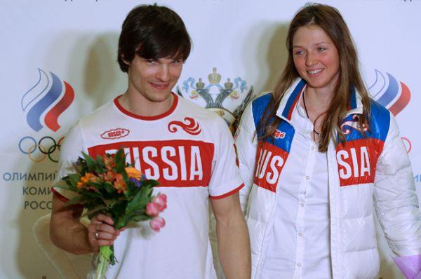 Американский сноубордист Вик Уайлд решил получить второе гражданств после того, как женился на российской сноубордистке Алене Заварзиной. Паспорт гражданина России Вик Уайлд получил в мае 2012 года.