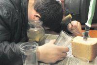 По данным Челябинскстата, алкогольные напитки употребляют 61,6% южноуральцев.