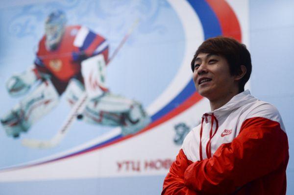В декабре 2011-го российское гражданство получил южнокорейский спортсмен Ан Хён Су, или, как его называют в России, Виктор Ан. Это дало ему возможность выступать за сборную РФ по шорт-треку.