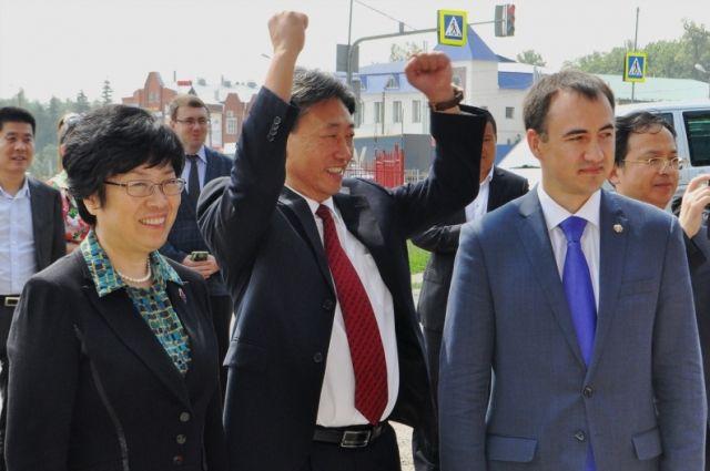 ВПетербурге оправдали китайского гида-нелегала
