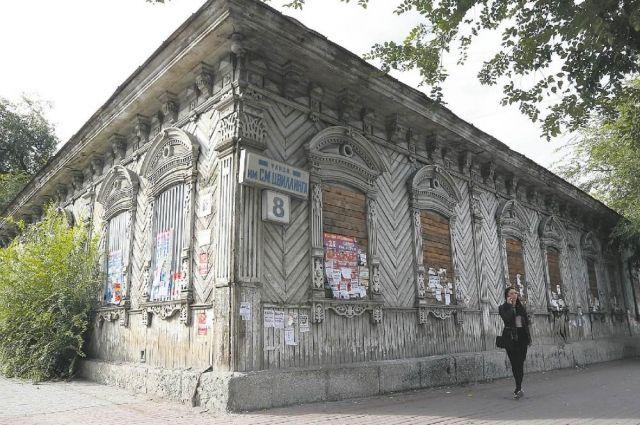 Из-за того, что в Челябинске нет реставрационной мастерской, заброшенные старинные дома можно найти в самом центре города.