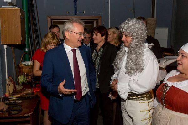 С началом сезона труппу поздравил губернатор Иван Белозерцев.