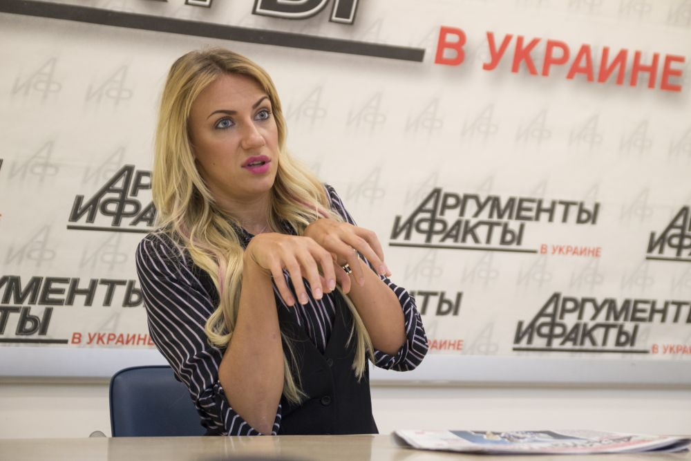 На главный вопрос о том, любила ли Леся Никитюк по-настоящему когда-нибудь, она ответила, что любила, но в данный момент она пока ни с кем не встречается