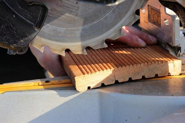 ВОрске плотник завода остался без пальцев направой руке