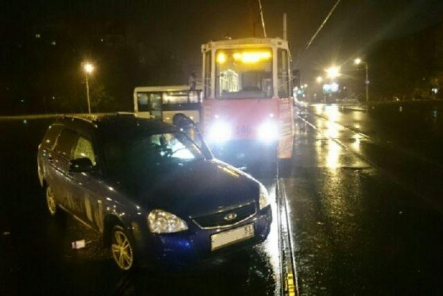 ВЧереповце шофёр изНовгородской области врезался втрамвай
