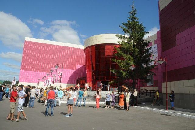 ДК «Рубин» после ремонта готов принимать на своей сцене театральные труппы.