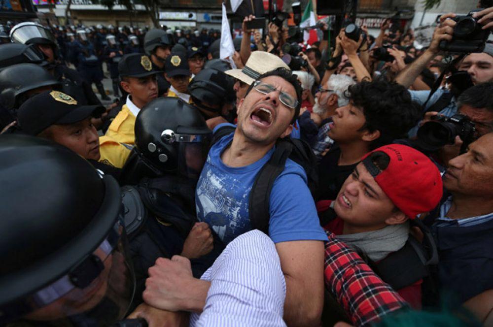 В ходе расследования были арестованы более сотни человек, в том числе бывший мэр Игуалы и многочисленные полицейские чины.