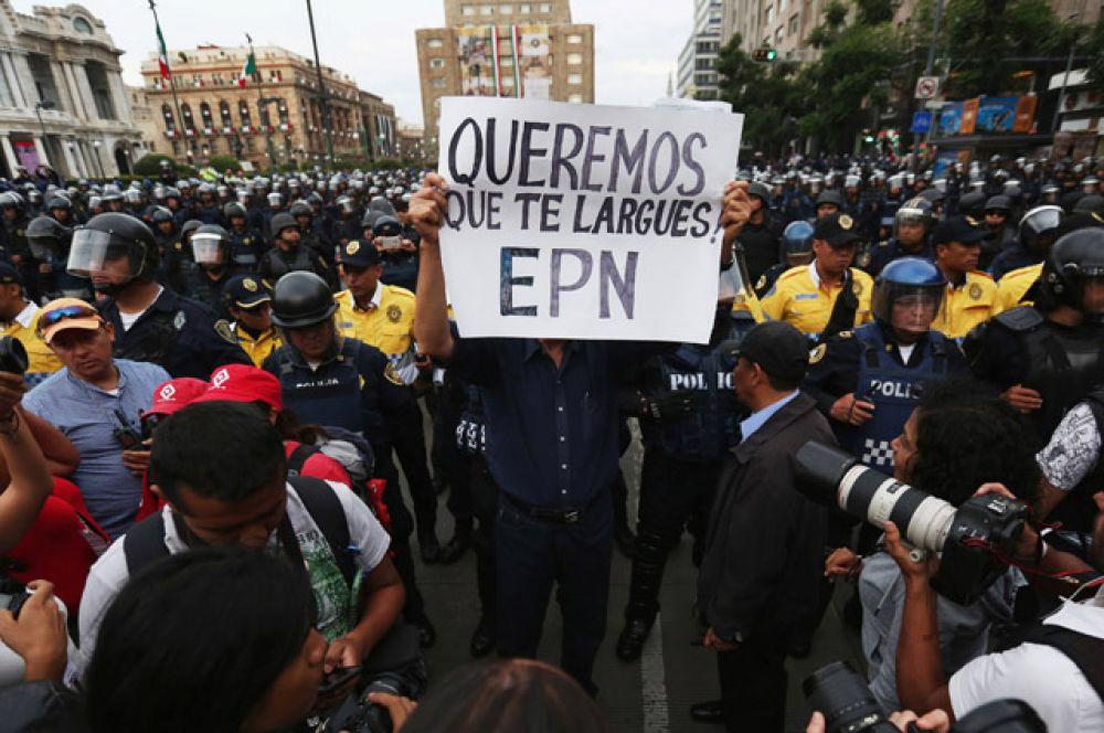Митинг за отставку президента в Мехико.