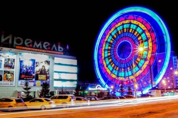 «Иремель» – колесо обозрения в Уфе. Самое большое в России круглогодично работающее колесо. Открыто в 2015 году. Высота 60 метров.