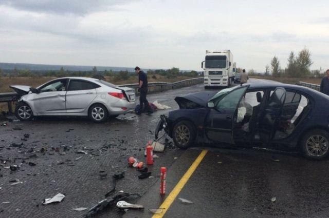 Под Воронежем столкнулись два автомобиля, один человек умер ичетверо пострадавших