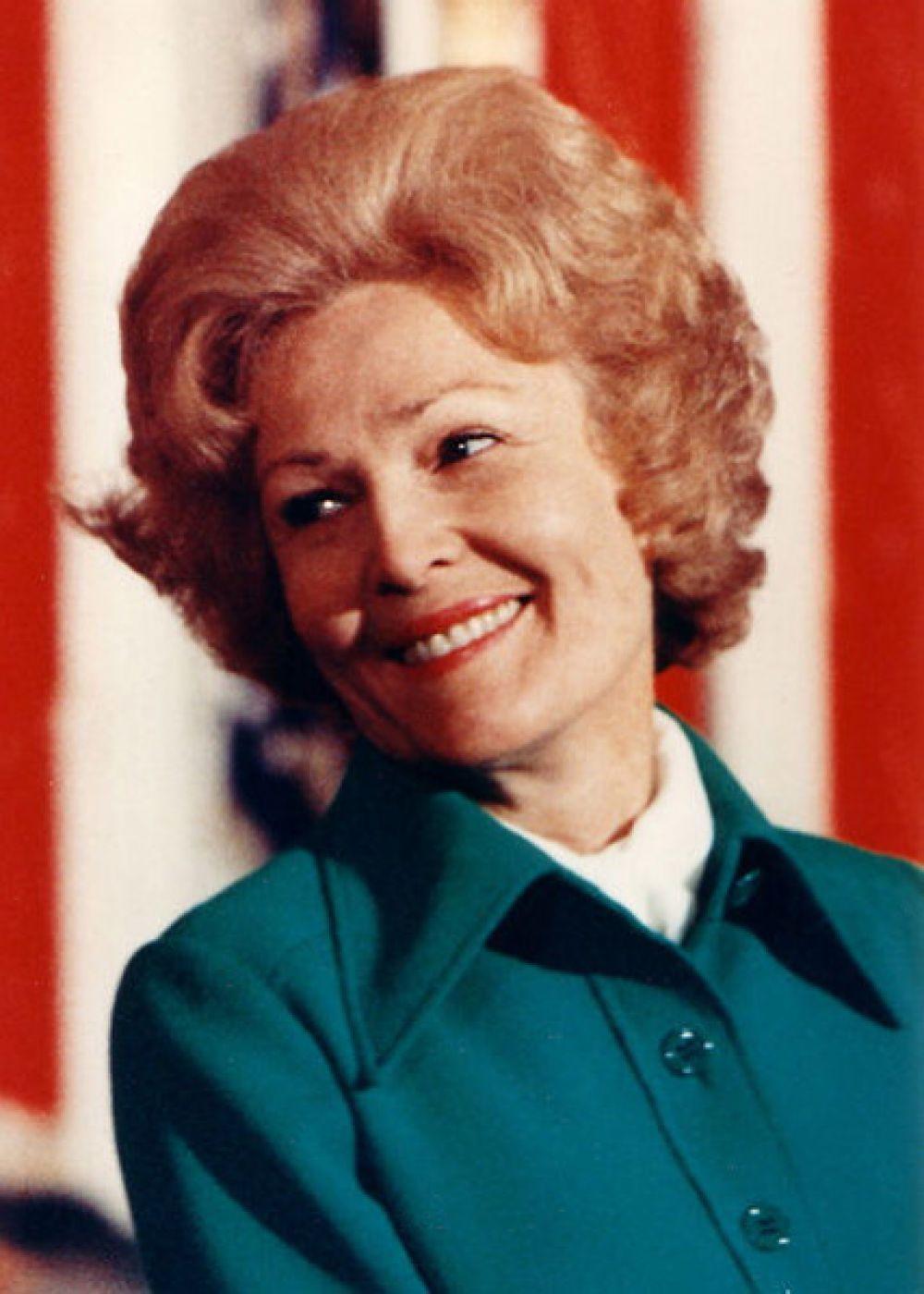 Первая леди Пэт Никсон.