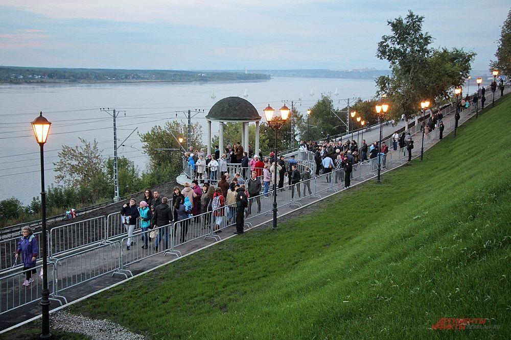 Горожане увидели обновлённый пешеходный спуск к набережной от Соборной площади до береговой линии.