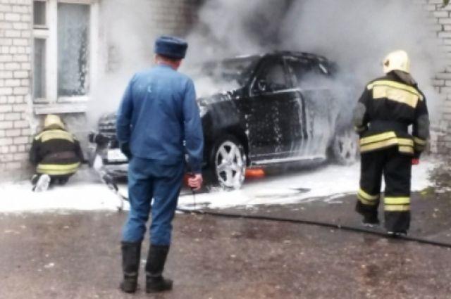 Наулице Руставели сгорели три автомобиля
