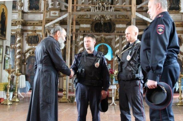 Полицейские вБрянской области спасли отпожара храм XVIII века