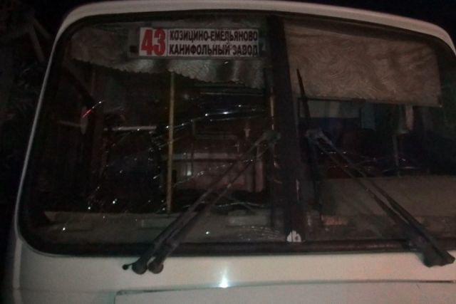 ВВологде легковушка врезалась вавтобус спассажирами, умер шофёр