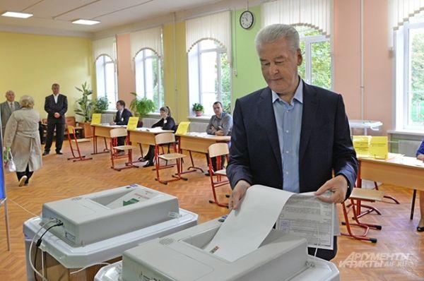 Мэр Москвы Сергей Собянин в единый день голосования на избирательном участке № 90 в Москве.
