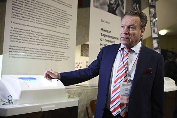Специальный координатор Парламентской Ассамблеи ОБСЕ Илкка Канерва в единый день голосования на избирательном участке № 141 в Москве.