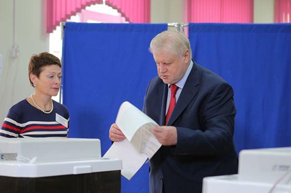 Председатель партии «Справедливая Россия» Сергей Миронов в единый день голосования на избирательном участке №73 в Москве.