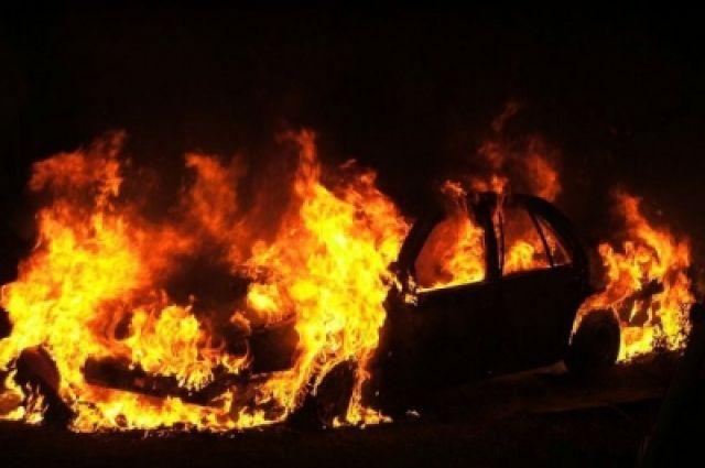Водворе жилого дома взорвался автомобиль