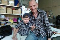 У бывшего детдомовца Андрея Шадрина сын и крепкая семья. Он хо-чет, чтобы другие сироты с помощью проекта «Я человек» выстроили  себе счастливую судьбу.