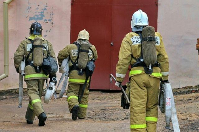 Две бани инадворная постройка сгорели из-за неосторожных хозяев вНижнем Новгороде