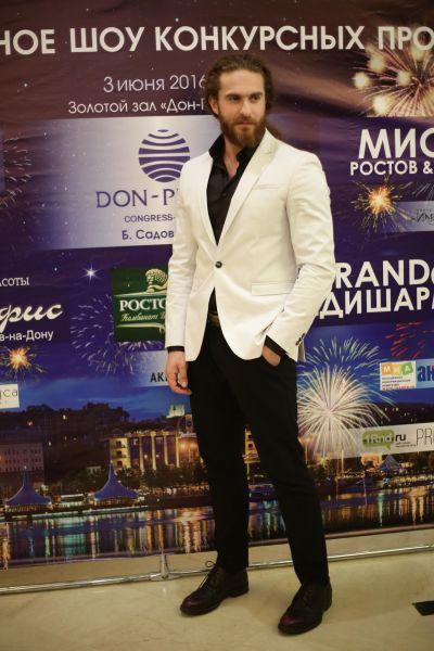 Рост обладателя титулов «Мистер Ростов  2016» и «Мистер Россия 2016» 178 сантиметров, вес 78 килограммов.