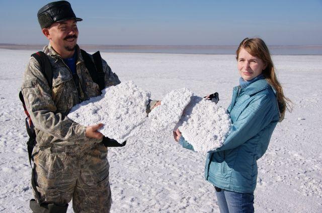 Любой материал собирается экспедиционно. Знаменитое солёное озеро региона - Эбейты.