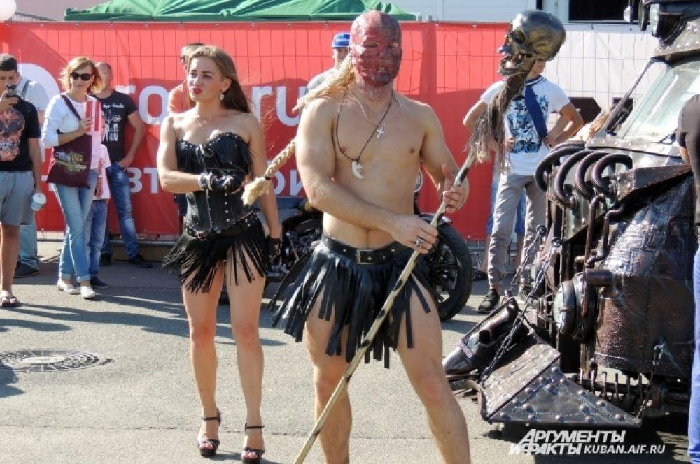 Пожалуй, организаторам фестиваля стоит задуматься о введении новой номинации - за лучшие наряды.