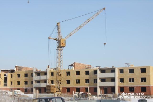 Строительство давно замерло на уровне третьего этажа.
