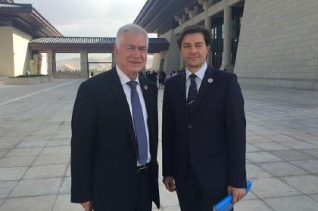 Евгений Нищук с Чрезвычайным и Полномочным послом Украины в КНР Олегом Деминым