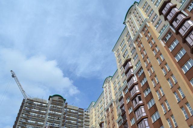 В Калининграде школьница разбилась насмерть, упав с 14 этажа многоэтажки.