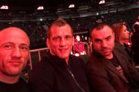 Вячеслав Василевский (в центре) на турнире АСВ 45. Пока в качестве зрителя.