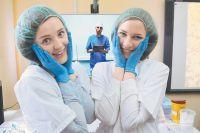 Аня и Катя уже определились: одна хочет стать кардиохирургом, вторая - биоинженером. Сейчас их учит телементор.